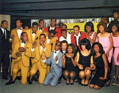 P138,-The-Temptations,-The-Miracles,-Stevie-Wonder,-Martha-and-the-Vandellas-and-The-Supremes-at-EMI-Records-in-March-1965,-for-the-UK-launch-of-the-Tamla-Motown-label.-Courtesy-of-Paul-Nixon.jpg