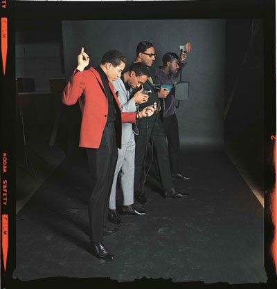 P105,-Smokey-Robinson-and-the-Miracles-turn-the-tables-during-a-photoshoot.-Courtesy-of-the-EMI-Archive-Trust-and-Universal-Music-Group.jpg