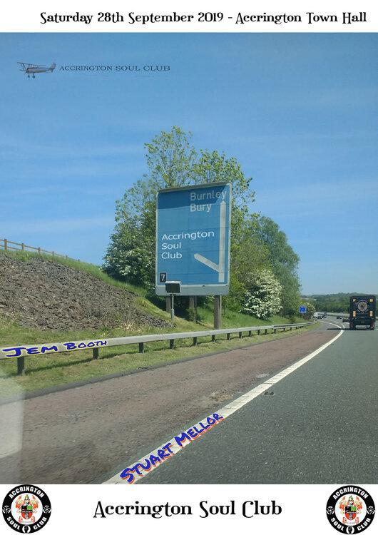 Accy motorway sign plane sept.jpg