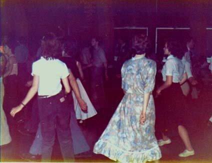 yate_dancers.jpg(post-1148-1161557459_th
